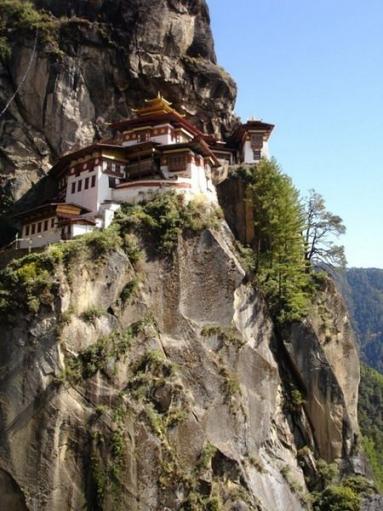 Монастыри в труднодоступных местах