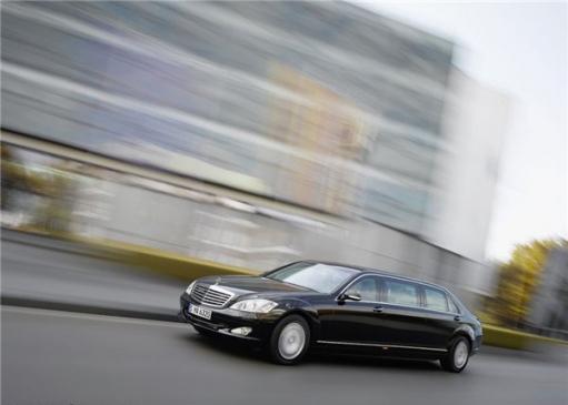 Mercedes S600 Pullman Guard - машина VIP персон.