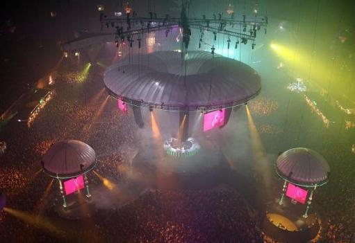 Самый большой КЛУБ в мире!!! 11000 человек ДАНСЭ!! :D