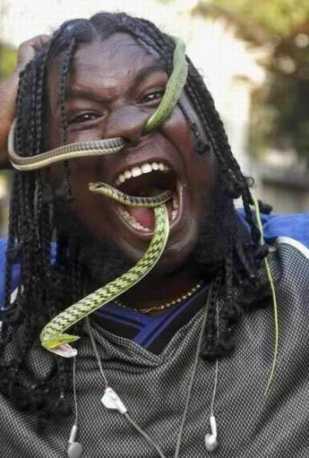 """Змея в носу или """"А вам слаабо?"""""""