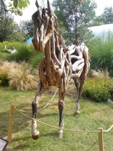 Деревянный конь, креативное украшение вашему саду