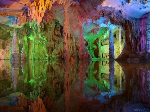 Красивые подземные пещеры Китая