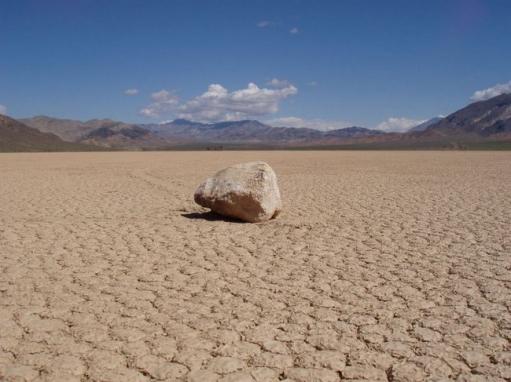 Феномен ползающих камней или чудеса пустыни