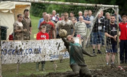 Что может быть лучше обычного футбола? - ГРЯЗНЫЙ ФУТБОЛ