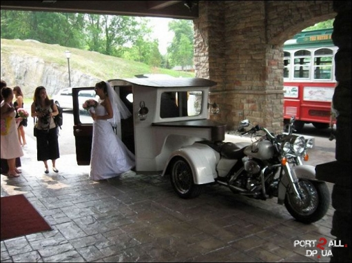 Мотоцикл - свадебная карета на новый лад) Оригинальная свадьба обеспечена)