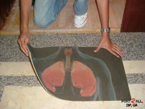 Коврик для вытирания ног заставляющий задуматься о вреде курения