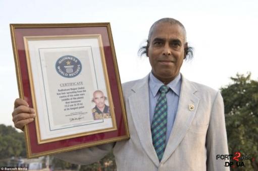 Радхангт Байпай из Индии... Обладатель самых длинных волос из ушей на Земле..