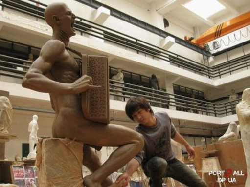 Китайцы возвели памятник Витасу :D