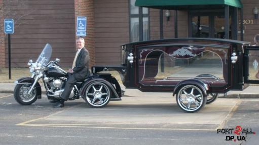 Необычный катофалк. Мотоцикл - катофалк.