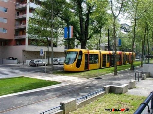 Трамвай и трава - разве совместимо?