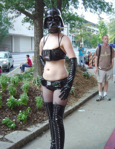 Идиоты - фанаты в идиотских костюмах звёздных войн.