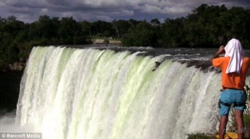 Прыжок с водопада. Педро Оливия. Псих.