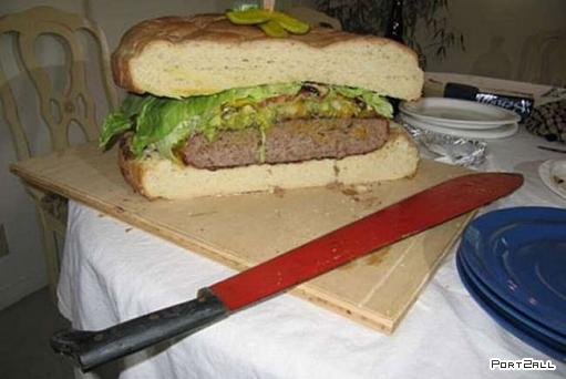 Огромный гамбургер)))