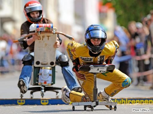 "Заезд на офисных креслах ""German Office Chair Racing Championship"""