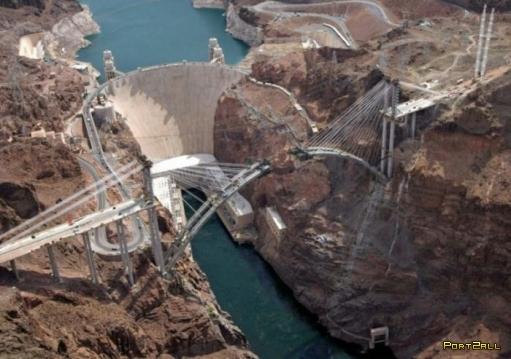 Мост через реку Колорадо над платиной Гувера. Информация о строительстве Colorado River Bridge.