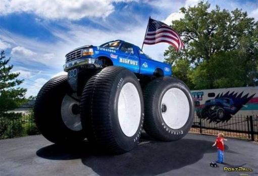 Машины и мотоциклы с огромными колесами - БигФуты (BigFoot). 32 фото.