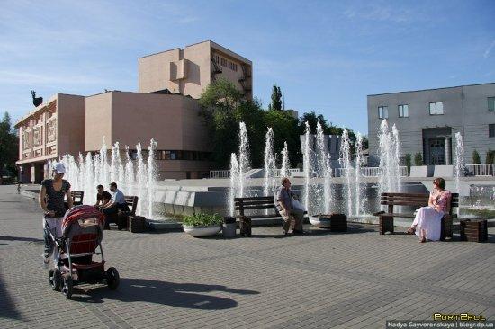 Фонтаны Днепропетровска: Сцена