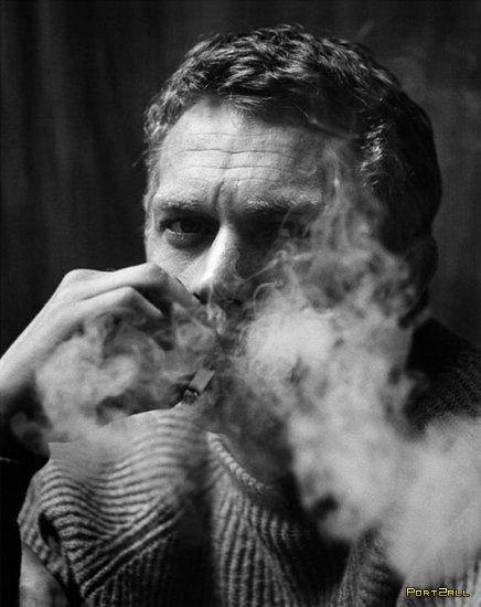 Дым. Фотографии курящих людей. Дым изо рта.