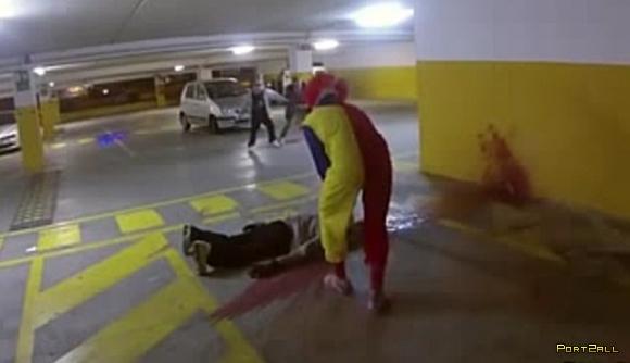 Розыгрыш с клоуном-убийцей   Killer Clown Returns Scare Prank!